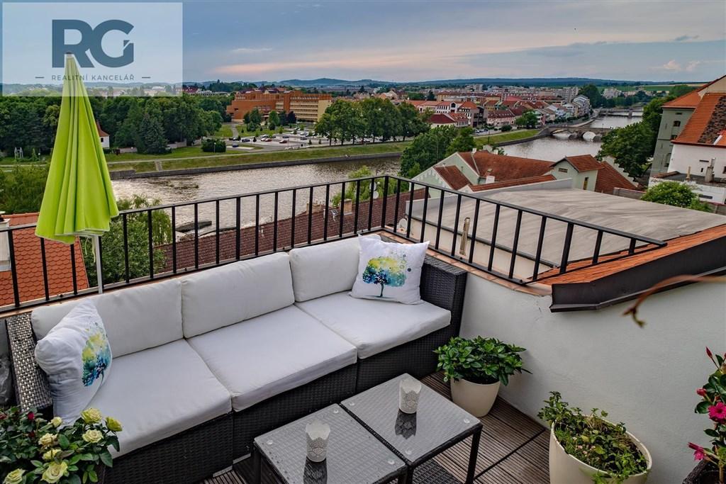 Prodej exkluzivního podkrovního bytu s terasou, Fráni Šrámka, Písek č.2