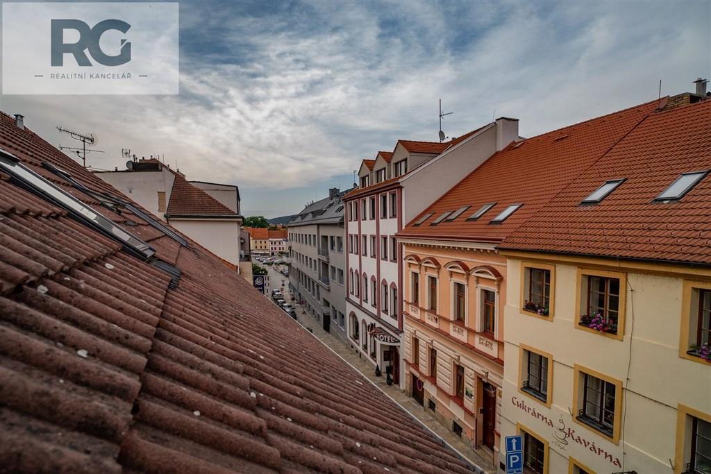 Prodej exkluzivního podkrovního bytu s terasou, Fráni Šrámka, Písek č.13