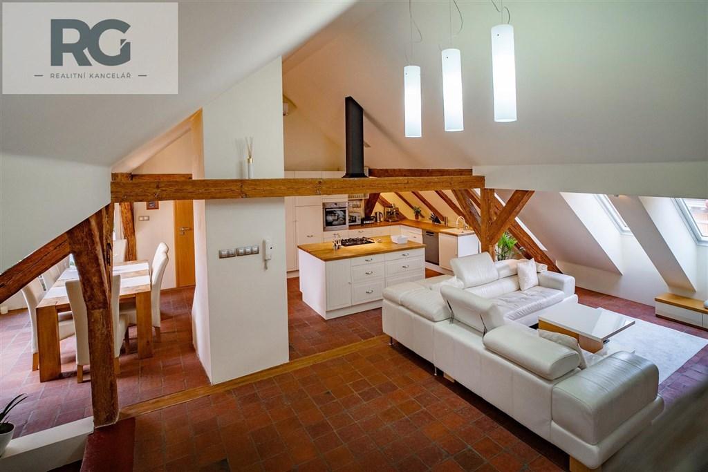 Prodej exkluzivního podkrovního bytu s terasou, Fráni Šrámka, Písek č.14